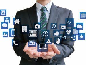 ビジネスマンとアプリ